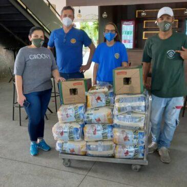 Rotary Morumbi doa 325 Kg de arroz e 41 L de óleo de cozinha para ONG Mãos de Maria